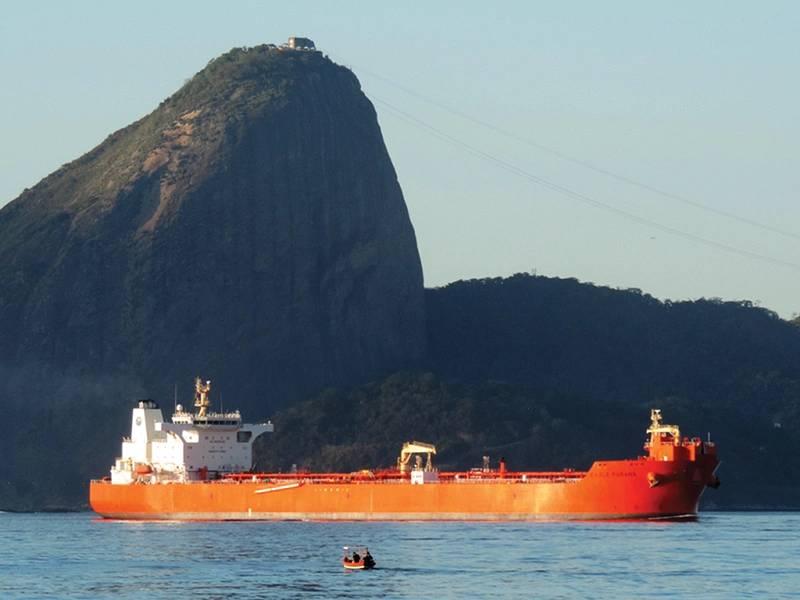 Αετός Parana με ζάχαρη Loaf στο παρασκήνιο στο Ρίο ντε Τζανέιρο. Φωτογραφία AET Δεξαμενόπλοια