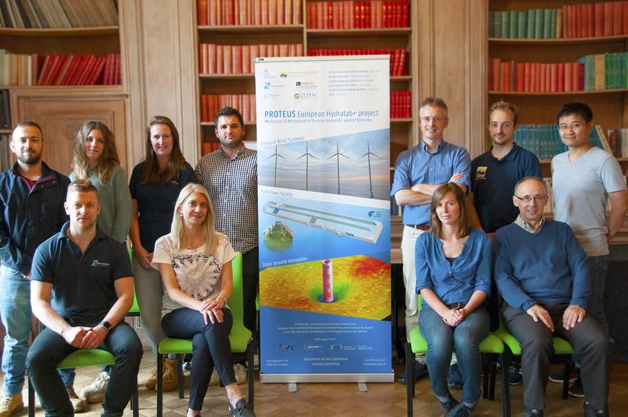 Исследователи встретились в HR Wallingford 4 июня 2018 года, чтобы начать проект PROTEUS, новый проект ЕС Hydralab +, целью которого является улучшение дизайна защиты от скручивания вокруг монополий морской ветряной турбины. (Фото: HR Wallingford)