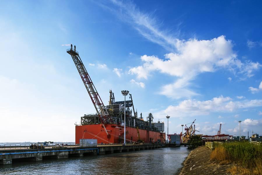 سيتم إعادة تسييل وحدة التسييل العائمة القائمة على البارجة Caribbean FLNG باسم Tango FLNG إلى ميناء باهيا بلانكا في الربع الثاني من عام 2019. (Photo: Wison Offshore & Marine)