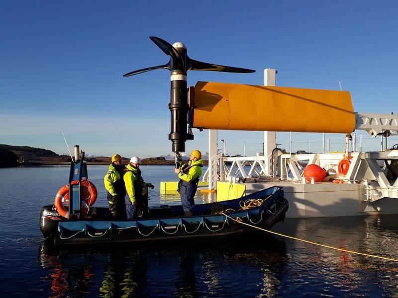 肖特尔Instream Turbine正在Connel Bridge附近进行维护。照片:©SCHOTTEL HYDRO