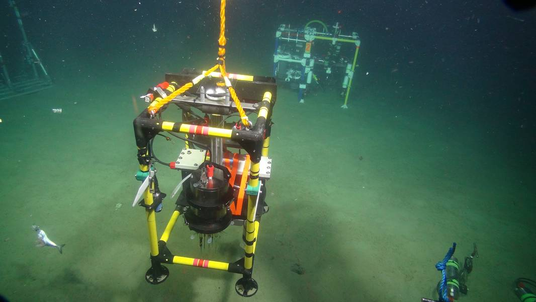 微型剖面仪通过在一小时内将电极缓慢插入沉积物中来测量微米分辨率下的沉积物化学。当二氧化碳溶解在沉积物中时,该仪器使我们能够观察沉积物中发生的微小变化。图片:版权所有STEMM-CCS项目