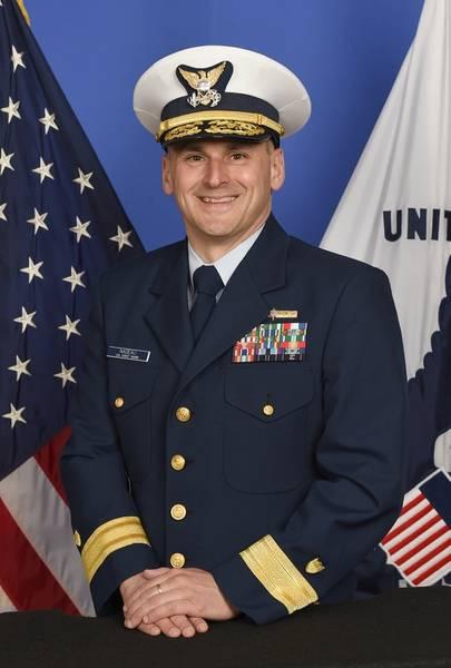 Contra-almirante John Nadeau, que recentemente assumiu o comando do Oitavo Distrito da Guarda Costeira em Nova Orleans