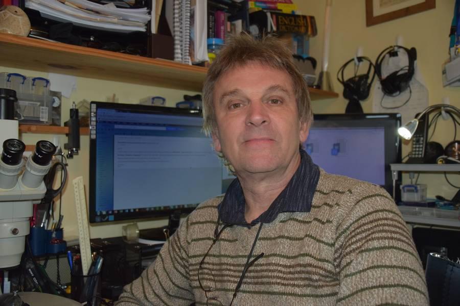 Kelvin Boot هو برنامج Communicator للعلوم يعمل مع مختبر بلايموث مارين ويشارك حاليًا في نقل المعرفة لمشروع STEMM-CCS الممول من الاتحاد الأوروبي.