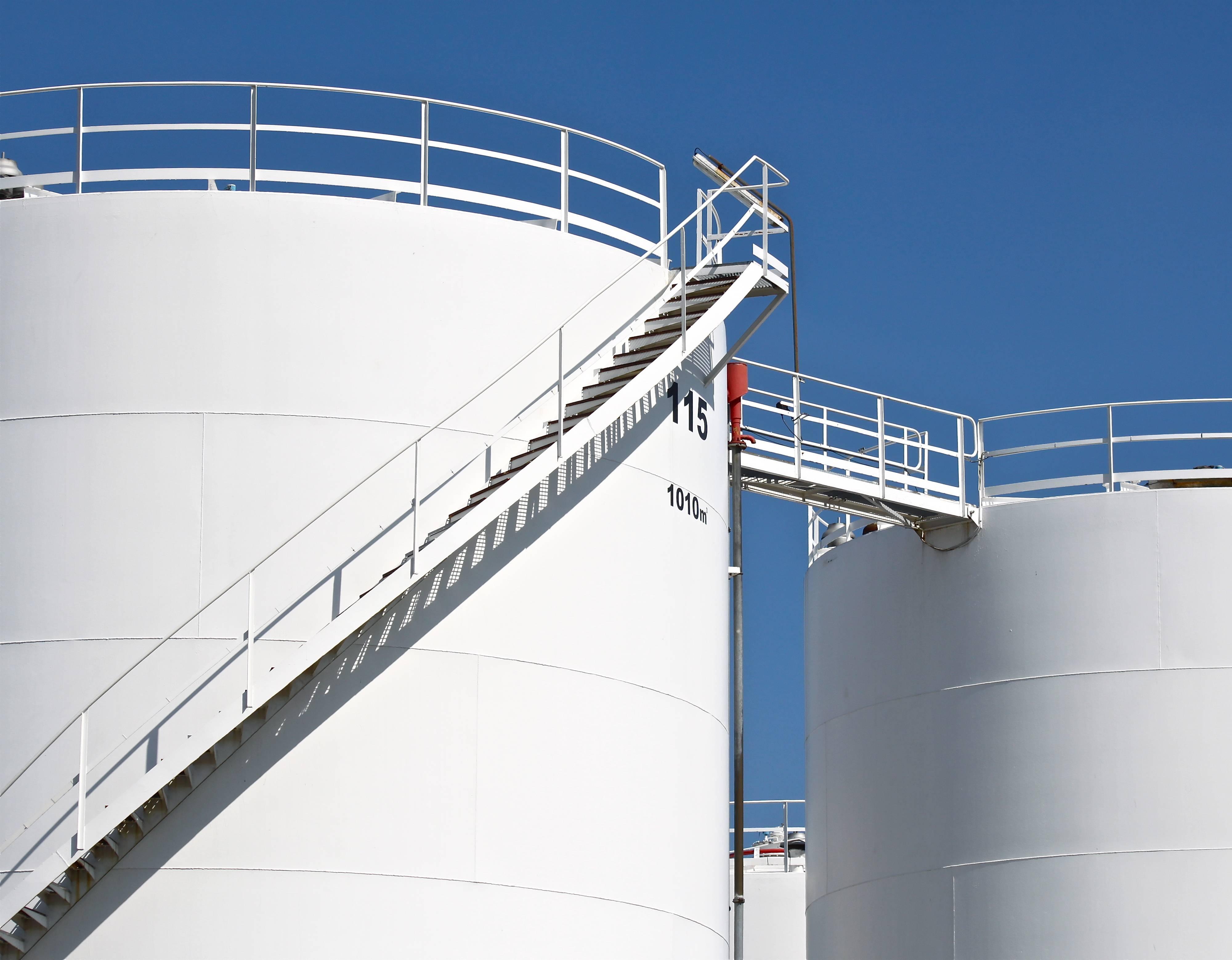 US crude stockpiles