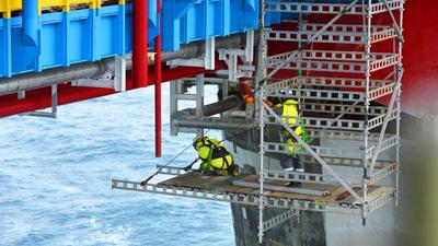 Scaffolding work on the Sleipner field. (Photo: Harald Pettersen)