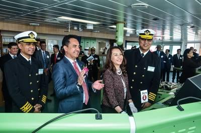 Леди Спонсор, Пуан Шри, доктор Азура Ахмад Таджуддин на церемонии присвоения имен Сери Джемара Фото MISC