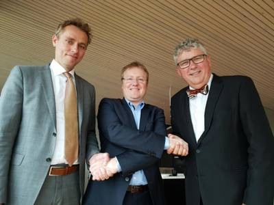 صورة تم التقاطها بعد توقيع اليوم. من اليسار: Ola Borten Moe (OKEA CCO) ، و Rich Denny (العضو المنتدب A / S Norske Shell) وإريك Haugane (الرئيس التنفيذي لـ OKEA)