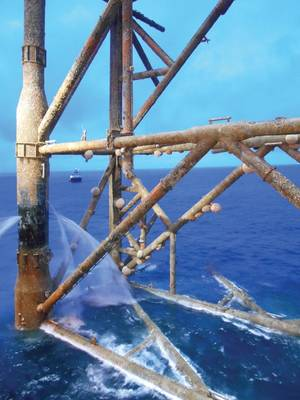 لينغ المشتركة ، Molva molva ، تسبح بين الموائل شبه الشعاب المرجانية التي أنشأتها البنية التحتية للنفط والغاز. صورة من الموقع.