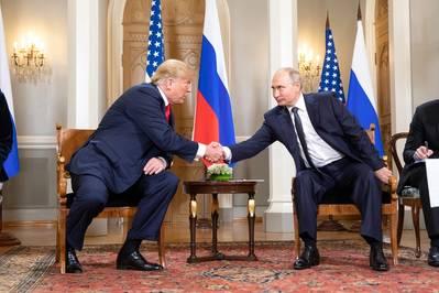 फ़ाइल फोटो: जुलाई 2018 में डोनाल्ड ट्रम्प और व्लादिमीर पुतिन (शीलाह क्रेगहेड द्वारा आधिकारिक व्हाइट हाउस फोटो)