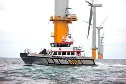 Um navio de serviço de exploração eólica a caminho do mar (CREDIT: Blount)