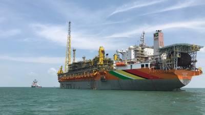 O projeto de desenvolvimento da Fase 1 de Liza utiliza a embarcação flutuante, de produção, armazenamento e descarregamento (FPSO) do Liza Destiny atracada a aproximadamente 160 quilômetros da costa da Guiana, com quatro centros de perfuração submarinos que suportam 17 poços. (Foto: Hess Corp)