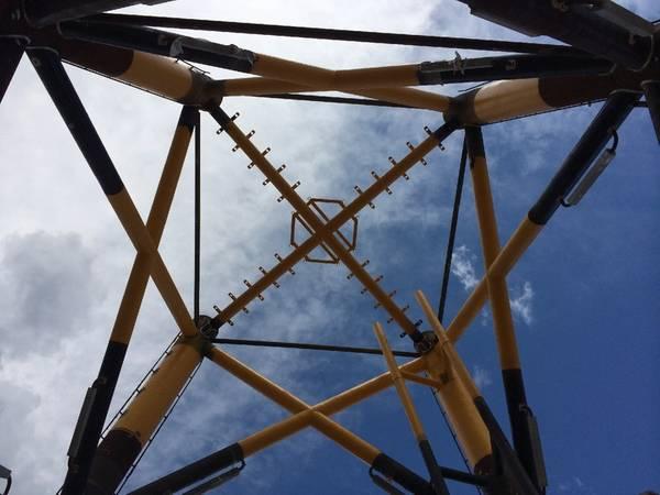 Οι κατασκευαστές του νησιού του Κόλπου κατασκευάζουν υπεράκτια μπουφάν αιολικής στροβίλου για το Wind Project του ανέμου του Deepwater Wind από το Ρόουντ Άιλαντ. BOEM Φωτογραφία / Sid Falk