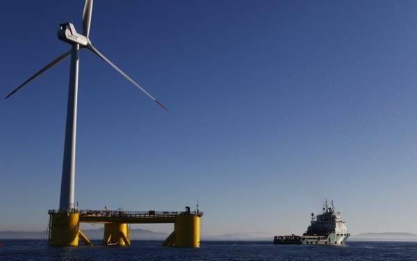 Установка прототипа Windfloat в Португалии в 2011 году (Фото: Bourbon Subsea Services)