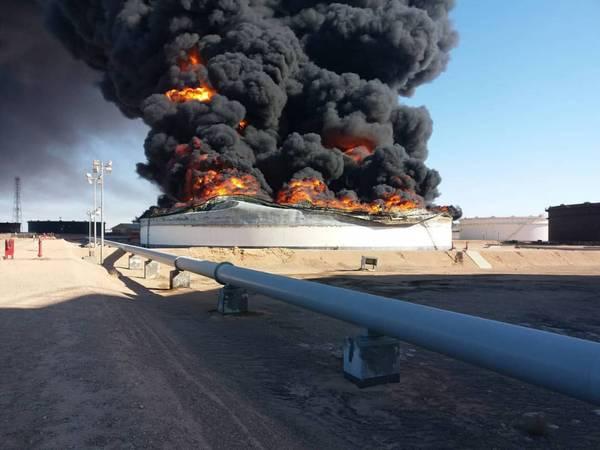周一,国家石油公司证实在Ras Lanuf港口码头丢失了储罐2和12(照片:NOC)