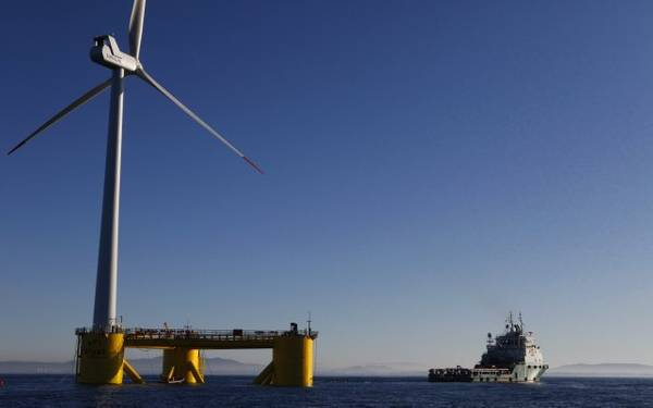 2011年在葡萄牙安装Windfloat原型(图片:Bourbon Subsea Services)