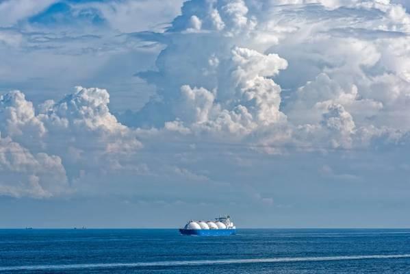 Illustration; LNG Tanker - Bild von; Igor Groshev - AdobeStock