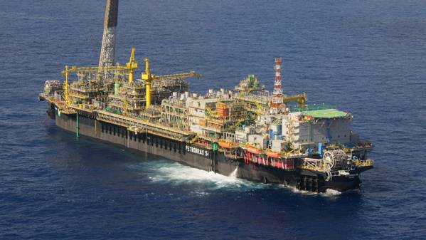 The P-54 FPSO on the Roncador Field - (Photo: Geraldo Falcão)