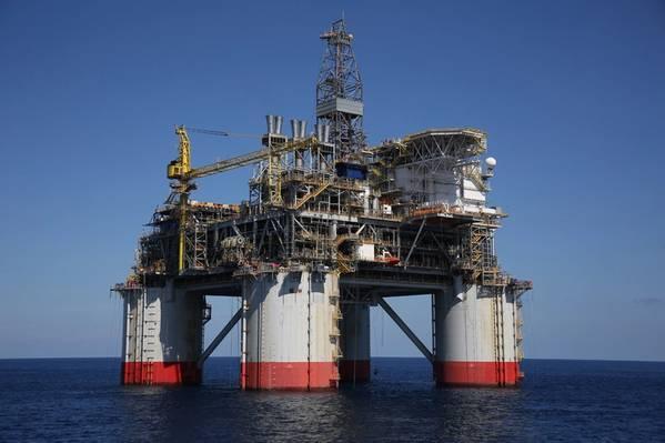 O projeto Big Foot, operado pela Chevron, utiliza uma plataforma de trecho de tensão de perfuração e produção de 15 slots, a mais profunda do mundo, e foi projetada para uma capacidade de 75.000 barris de petróleo e 25 milhões de pés cúbicos de gás natural por dia. . (Foto: Business Wire)