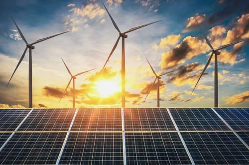 Energia eólica e solar: é necessário gerar muito mais energia dessas fontes para cumprir as metas estabelecidas para 2030 pelo Acordo de Paris sobre mudanças climáticas, de acordo com a DNV GL. (Foto © Adobe Stock / lovelyday12)