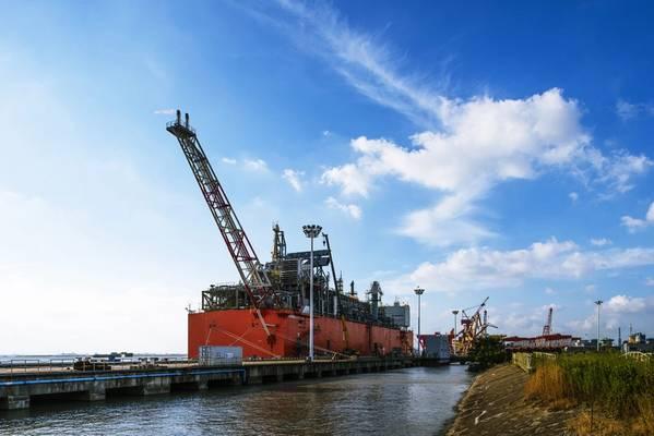 A unidade de liquefação flutuante baseada em barcaças Caribbean FLNG será reimplantada como Tango FLNG no Porto de Bahía Blanca no segundo trimestre de 2019. (Foto: Wison Offshore & Marine)