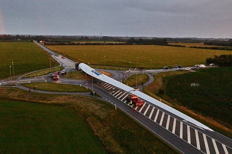The blade passing a traffic roundabout. Photo credit LM Wind Power Photo Mammoet
